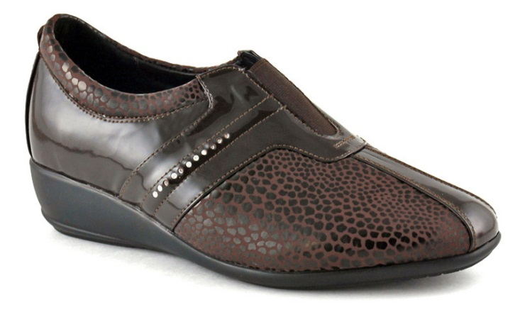 Ortomoda / Shoes made of patent leather, brown with orthopedic insole
