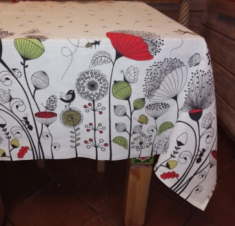 Tablecloth with matting 'Poppies and a bee' 150x180