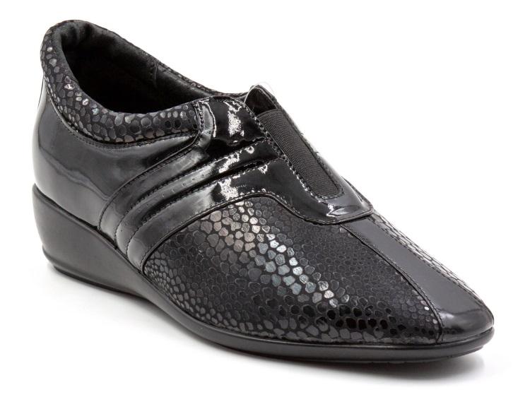 Ortomoda / Black patent leather shoes with orthopedic insole
