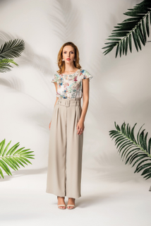 The high-waisted trousers