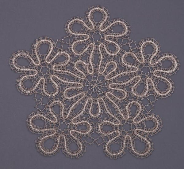 Doily lace round diameter 19 cm