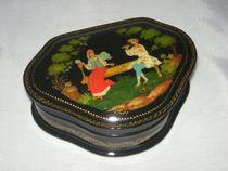 Palekh lacquer miniature. Casket 'Couple'