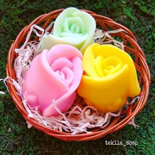 """Souvenir soap """"Set of three roses"""""""