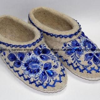 Slippers women of natural sheep wool with hand embroidery and painting