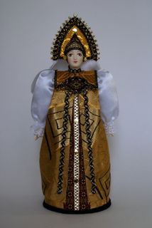 Doll gift porcelain. Girl in traditional costume. The late 18th - early 19th century - Russia.