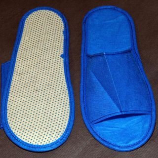 Disposable Slippers, open toe, rubber sole 3 mm, for baths and saunas.