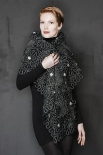 Lace scarf with floral pattern