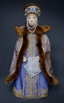 Doll gift porcelain. Boyarynya in the festive costume of the 18th century. Moscow