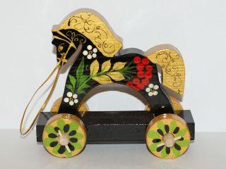 Horse on wheels average with a platform - Souvenir