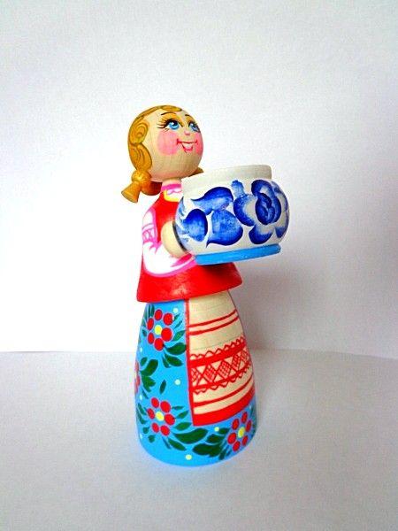 """Tver souvenirs / """"Hostess with soup"""" composition"""