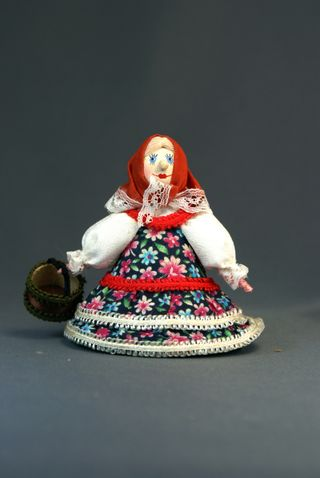Doll-poteshka gift. For berries. Wood, textiles.