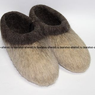 Slippers from natural sheep wool