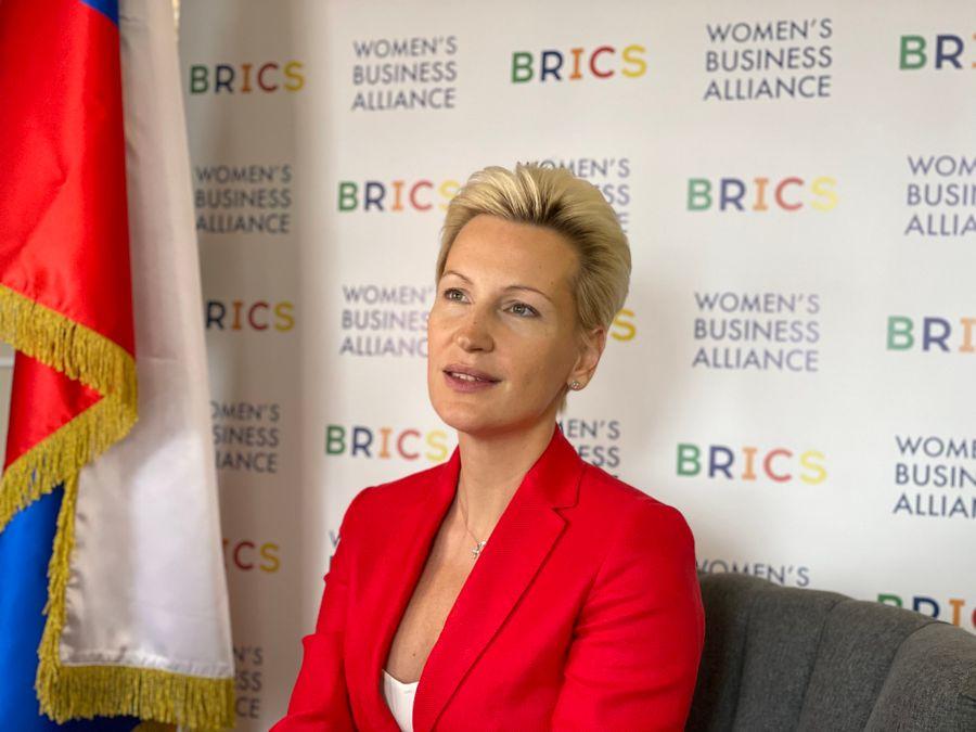 Anna Nesterova, Avrasya Kadınları Yaratıcı Endüstriler Forumu oturumunda konuştu