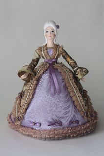 Doll gift porcelain. The maid of honor in a dress of the Rococo period. The mid-18th century.