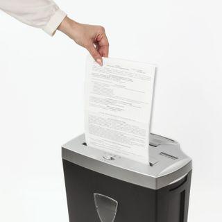 Shredder (shredder) BRAUBERG S12, 4 security level, fragments 4x35 mm, 12 sheets, 25 l