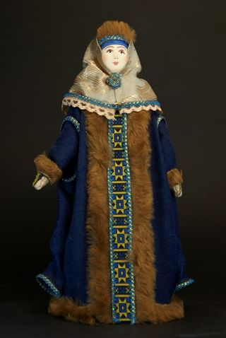 Doll gift porcelain. Moscow boyar in winter clothes. 17th century.