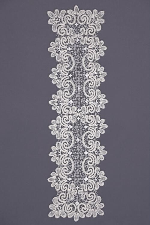 Carpet lace with ornament in the form of fans