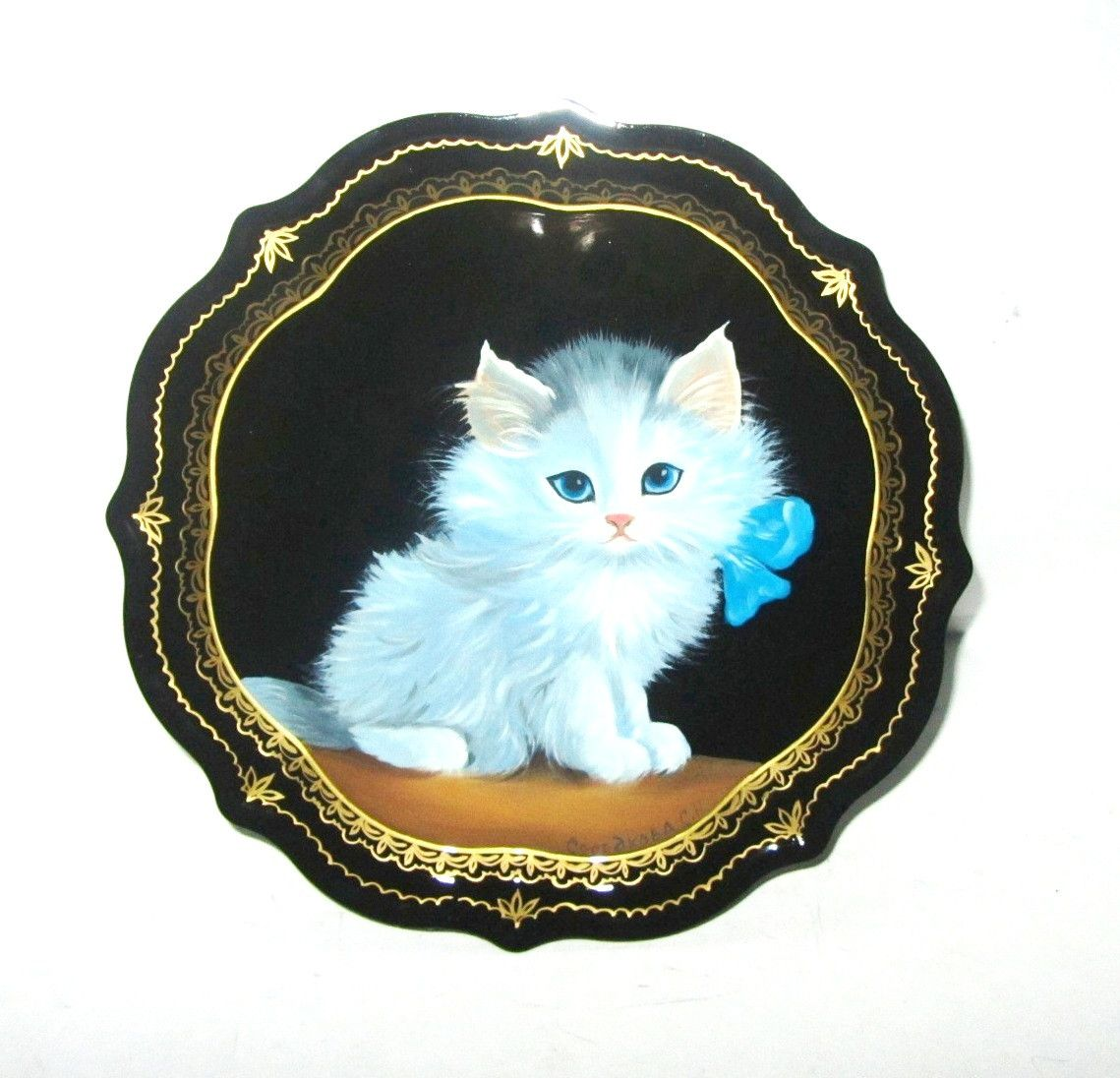 """Souvenirs from N. Tagil / Tray """"Subject painting. Kitten with a bow"""", 19 cm"""