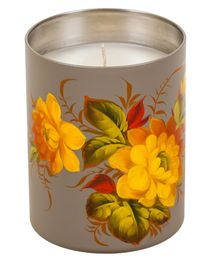 Candle scented with natural wax