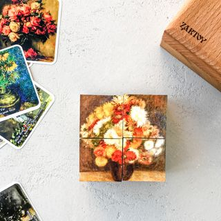 """Cubes with pictures of """"Flowers"""" (4 dice in a wooden box)"""