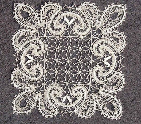 Doily lace square with floral pattern