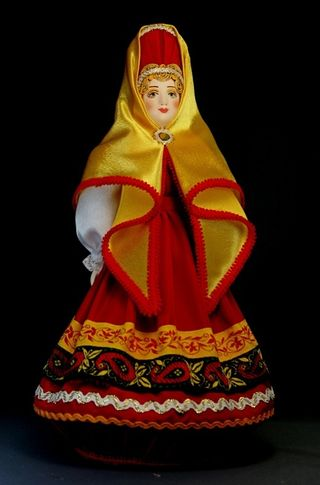 Doll gift porcelain. Woman in traditional costume. 18-19 centuries Russia.