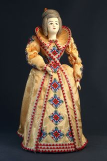 Doll gift porcelain. The lady in European dress. 18th century.