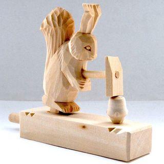 Souvenir Squirrel nut chopping, Bogorodskaya toys
