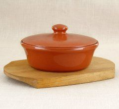 Vyatka ceramics / 0.5 L baking dish on a wooden stand (coral)