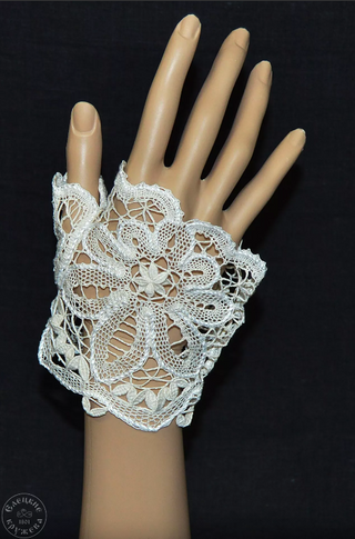 Yelets lace / White mitts