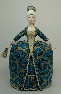 Doll gift porcelain. The lady in the secular costume of the Rococo with a fan. 18th century