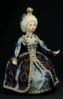 Doll pendant souvenir porcelain.'Infanta'. The girl in the court suit. The late 17th - early 18th century.