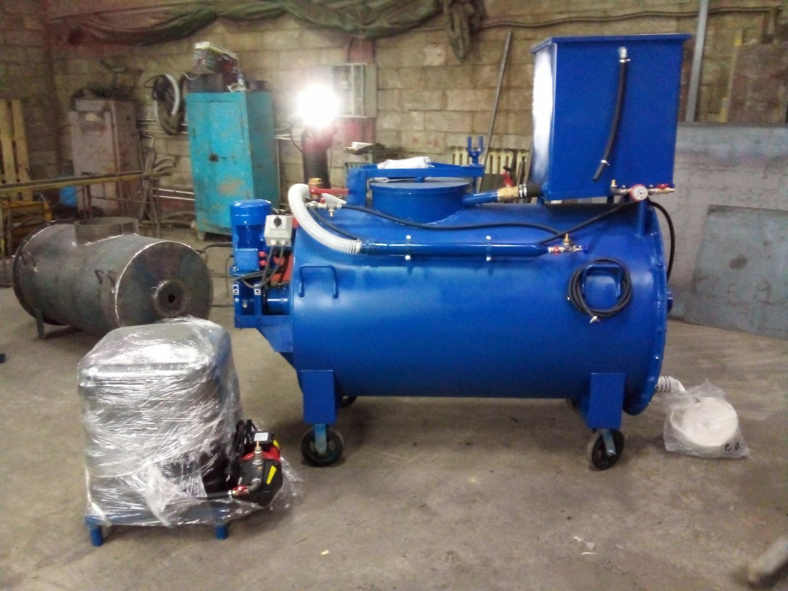 Agro-Stroy / Set of equipment with back pressure UM PB-1000-380, without compressor / with compressor