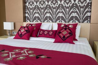 LA`AL Textiles / Bed runner - Bordeaux (c)