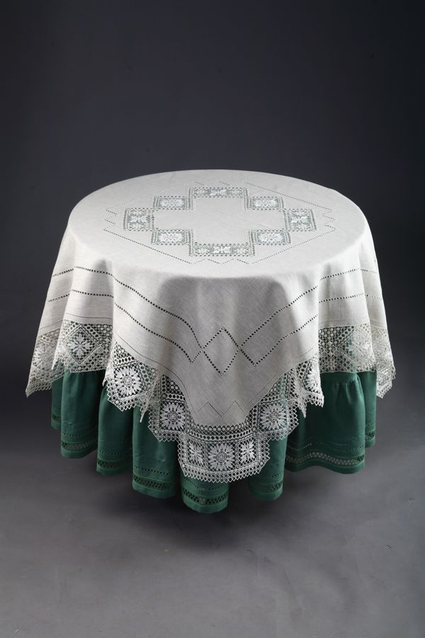 Tablecloth with openwork embroidery 'Nizhny Novgorod guipure'