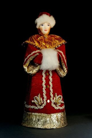 Doll gift porcelain. Moscow boyar in winter attire with a clutch. 17th century Russia.