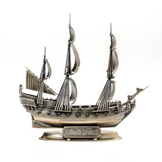 Model of a fictional Galleon Black Pearl 1/350