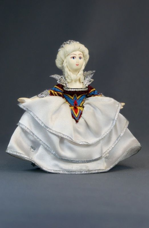 Doll gift porcelain. The lady in white.