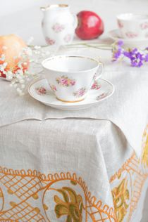 Tablecloth and 12 napkins 'Kaleidoscope' grey with embroidery floss