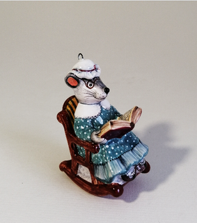 Mouse-grandmother - a product of ceramics in engineering of the Yaroslavl majolica 7,5/4/5,5