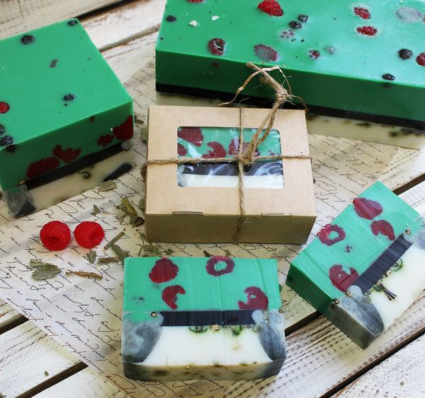 Squared handmade soap with herbs Raspberry 0,9 kg