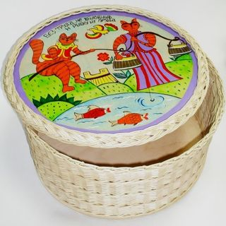 A box with a painted cover round 340 * 340 * 150. ART 217