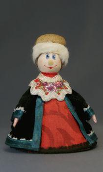 Doll-poteshka gift. The boyar's daughter. Wood, textiles.