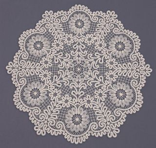 Tablecloth round lace pattern of flowers and branches