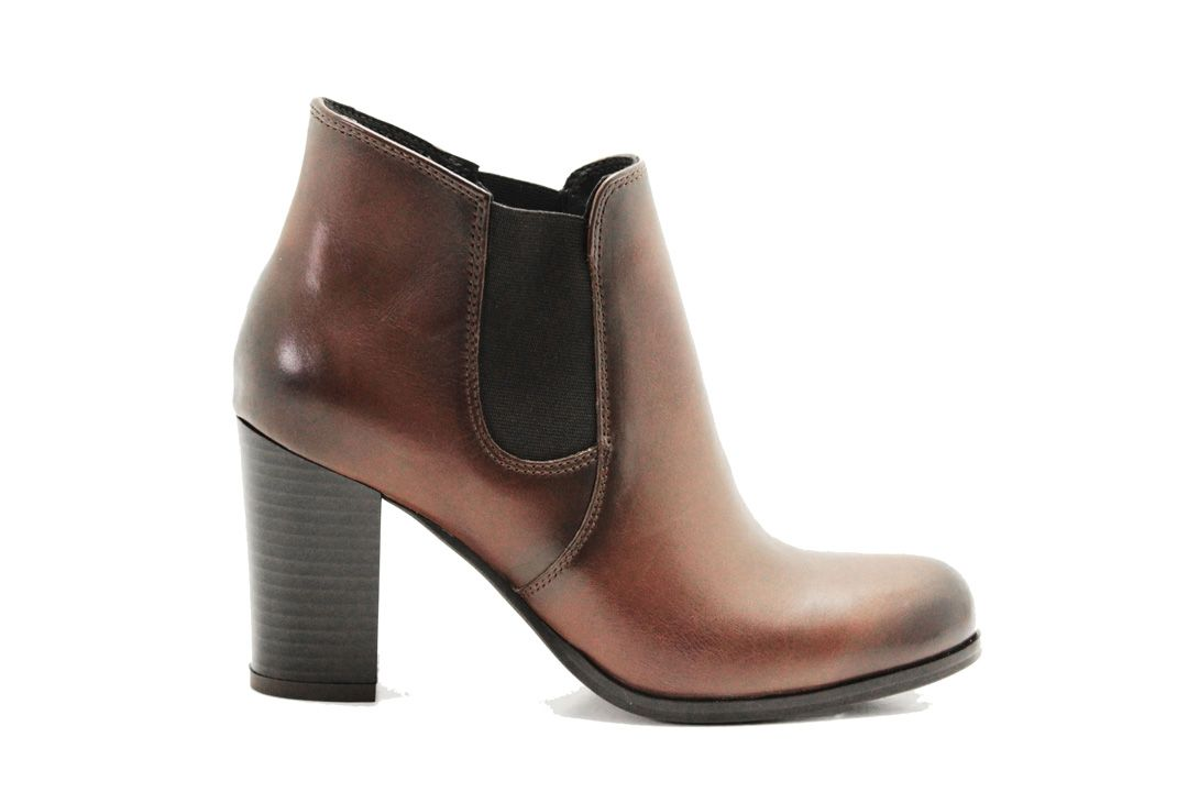 Leather boots without zipper