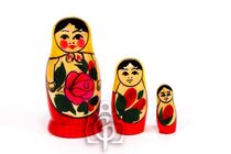 Russian - traditional nesting doll, 3 dolls
