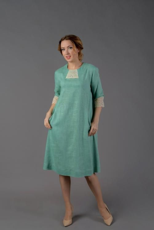 Women's dress extended to the bottom of the silhouette