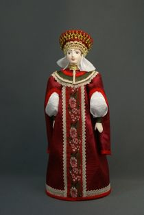 Doll gift porcelain. Moscow Princess telogree and in the crown. 16th-17th centuries Russia.