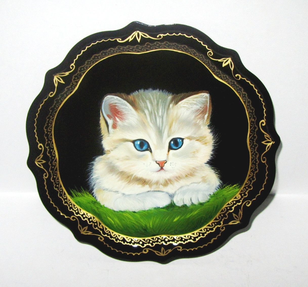 """Souvenirs from N. Tagil / Tray """"Subject painting. Kitten"""", 19 cm"""
