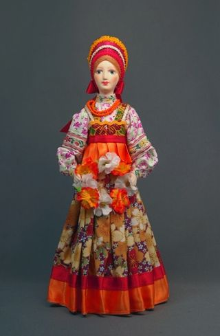 Doll gift porcelain. The girl with the wreath.